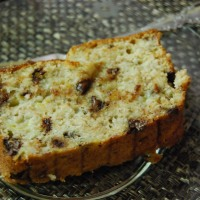 Melt-In-Your-Mouth Banana Bread and What I've been Reading Lately