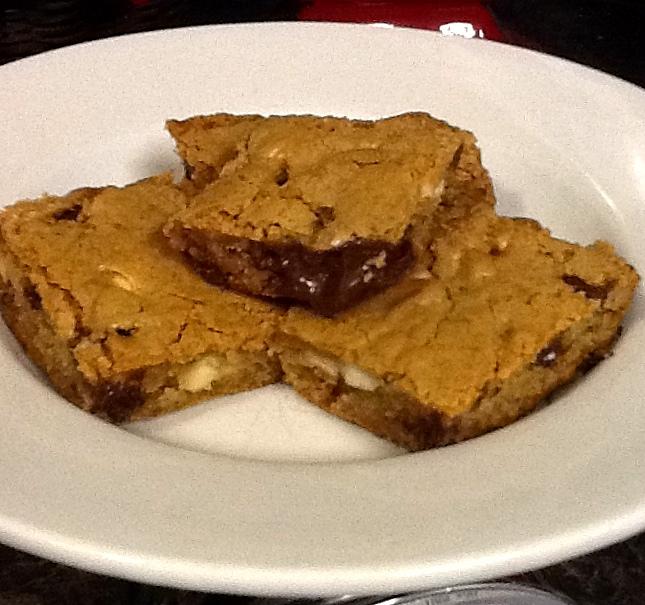 mamastephf.com Black & white chocolate chip cookie bars